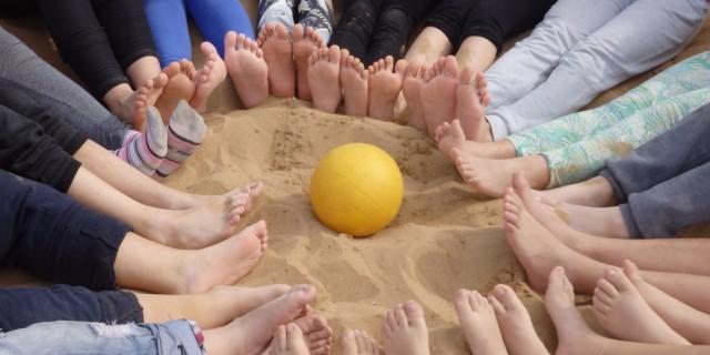 Είναι καλό στην άμμο να χτίζεις παρέες , στο χρόνο ν αντέξουν να είναι ωραίες !!!!!                                                                                                                                                      ΣΤ2 Δημοτ. Σχ. Βαμβακόπουλου στους Αγίους Αποστόλους - Χανιά Καλοκαιρινά - 17 Φεβρουαρίου  2016 !!!